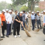 "Health Minister offers ""Shramdaan"" on the occasion of Gandhi Jayanti"