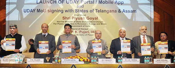 The Minister of State for Power, Coal, New and Renewable Energy and Mines (Independent Charge), Shri Piyush Goyal releasing the publication at the launch of the Web Portal and a Mobile App for the Ujwal DISCOM Assurance Yojana (UDAY), organised by the Rural Electrification Corporation Limited (REC), in New Delhi on January 04, 2017. 	The Secretary, Ministry of Power, Shri P.K. Pujari and other dignitaries are also seen.