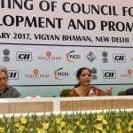 The Commerce Secretary, Ms. Rita A. Teaotia and the Secretary, DIPP, Shri Ramesh Abhishek are also seen.