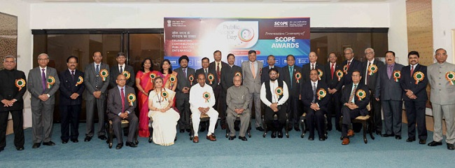 The President, Shri Pranab Mukherjee with the recipients of the SCOPE Awards, on the occasion of the Public Sector Day, in New Delhi on April 11, 2017. The Union Minister for Heavy Industries and Public Enterprises, Shri Anant Geete, the Minister of State for Heavy Industries & Public Enterprises, Shri Babul Supriyo and the Secretary, Department of Public Enterprises, Ms. Seema Bahuguna are also seen.