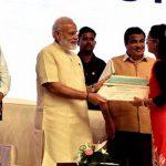 Shraddha received Rs 1 crore Mega reward by PM Modi-IndianBureaucracy