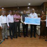 REC contributes10 Cr to Swachh Bharat Kosh
