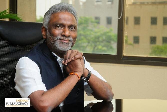 M Ravi Kanth IAS CMD, HUDCO