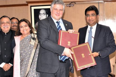 Ministry of Railways signs MoU with University of Birmingham for establishment of Centre of Excellence for Next Generation Transportation SystemsMinistry of Railways signs MoU with University of Birmingham for establishment of Centre of Excellence for Next Generation Transportation Systems