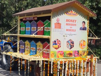 Nitin Gadkari Flags off Apiary on Wheels