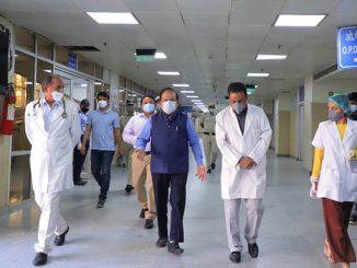 Harsh Vardhan visits LNJP Hospital to take stock of preparedness to overcome COVID-19